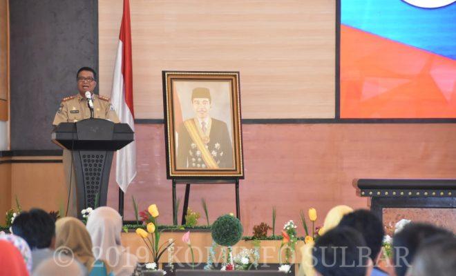 Sekprov Sulbar, Muhammad Idris memberikan sambutan pada pelaksanaan Ujian Dinas dan Ujian Penyesuaian Ijazah yang dilaksanakan di Auditorium Lantai IV Kantor Gubernur Sulawesi Barat, Senin 11 Februari 2019 (Photo Humas Pemrov Sulbar)